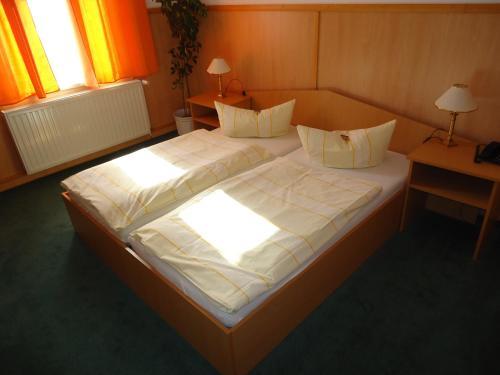 Кровать или кровати в номере City Hotel Magdeburg