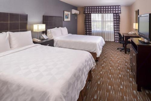A bed or beds in a room at Holiday Inn Ontario Airport - California, an IHG hotel