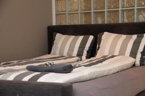 Een bed of bedden in een kamer bij Tussen Gracht en SintJan