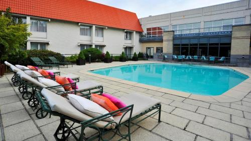 The swimming pool at or near Parker Hotel Brussels Airport