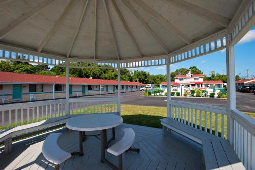 A balcony or terrace at Economy Motel Inn and Suites Somers Point