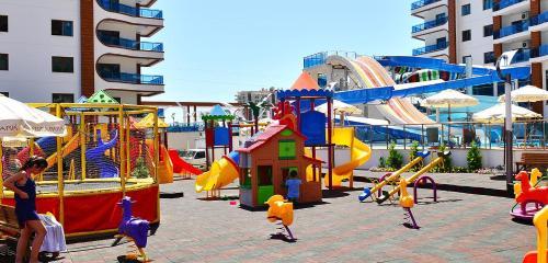 Детская игровая зона в Alanya Azura Park Rezidans