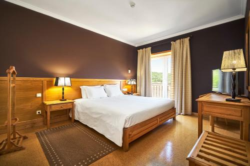 A bed or beds in a room at Hotel Castrum Villae - Walk Hotels