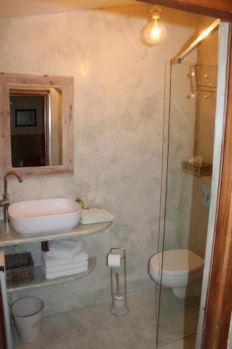 Salle de bains dans l'établissement Le Degoutaud