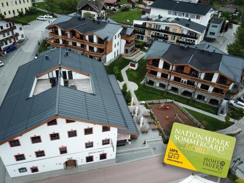 Blick auf Tauernsuites Mitterwirt by Alps Residence aus der Vogelperspektive