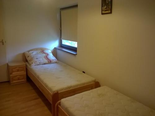 A bed or beds in a room at ZENITH APARTMAN