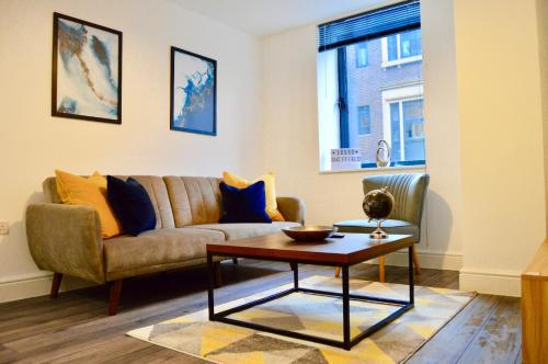 Queen Suite, Stylish Spacious Central Apartment, sleeps 6