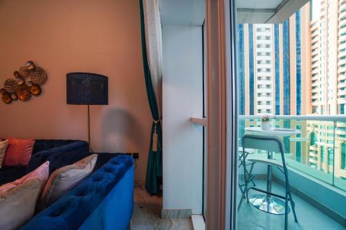 سرير أو أسرّة في غرفة في A C Pearl Holiday Homes - Velvet and Marble