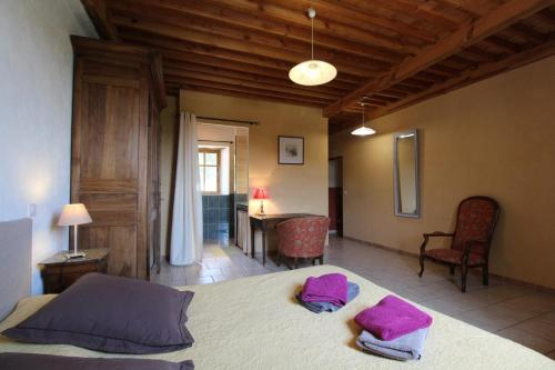 A bed or beds in a room at Domaine du Clap