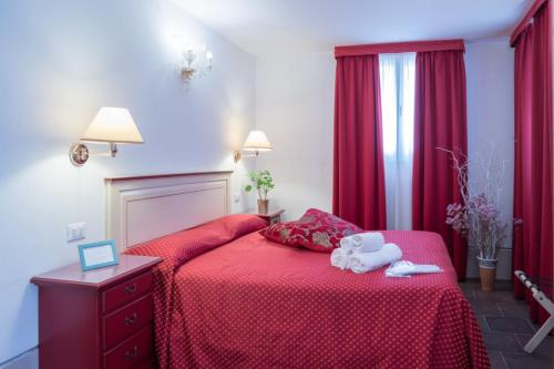 A bed or beds in a room at Guesthouse Ca' del Gallo