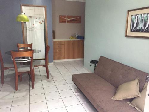 A seating area at Camburi Apartament