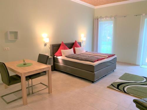 Ein Bett oder Betten in einem Zimmer der Unterkunft Gästezimmer & Appartement Elskop