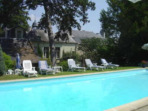 The swimming pool at or near Château de Beaulieu