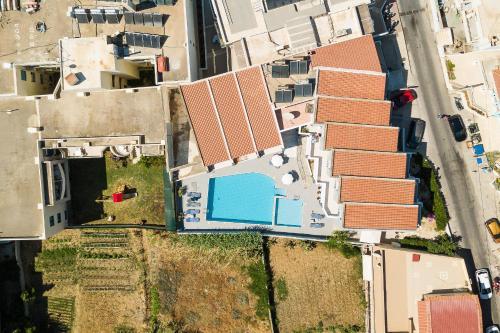 A bird's-eye view of Yacinthos