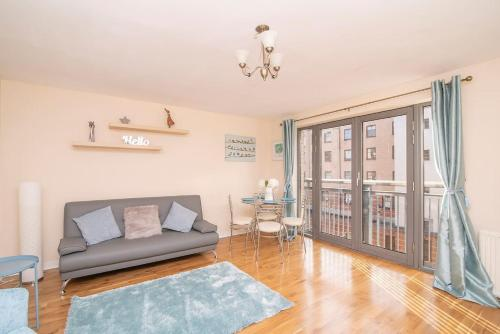 Bright Contemporary Merchant City Flat in Central Location