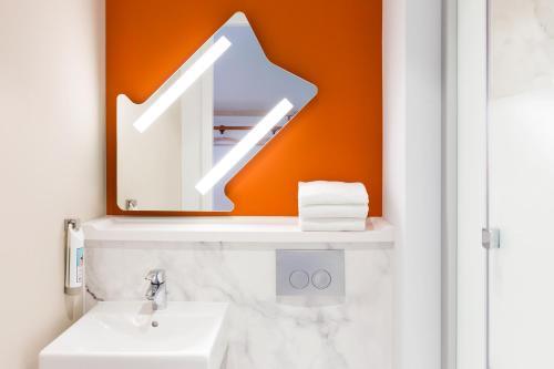 A bathroom at ibis Budget Charleroi Airport