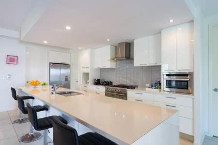 A kitchen or kitchenette at Cairns beaches home @Trinity Park