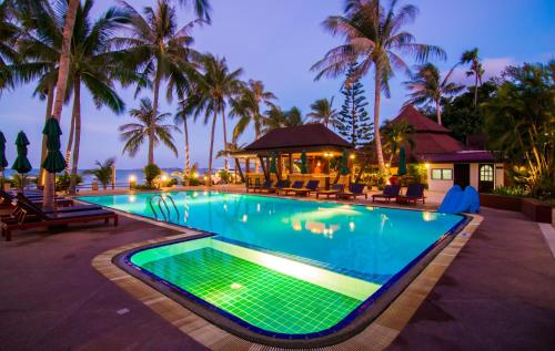 The swimming pool at or close to Coco Palm Beach Resort