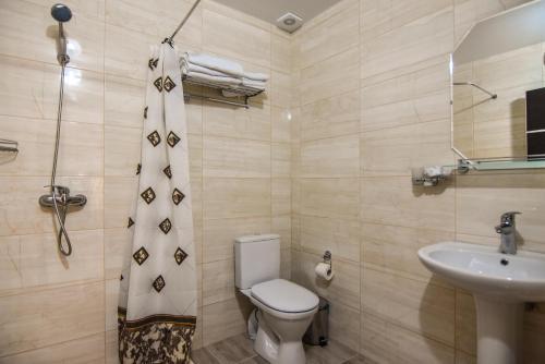 A bathroom at Гостевой дом Родос 1