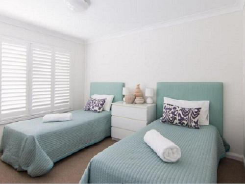 A bed or beds in a room at 12 Cliff Road