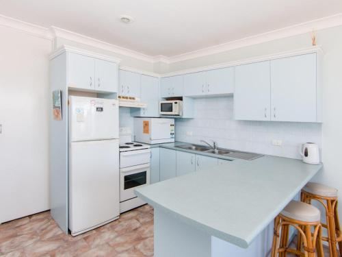 A kitchen or kitchenette at Fairholme 8, Perfect Lakefront Position