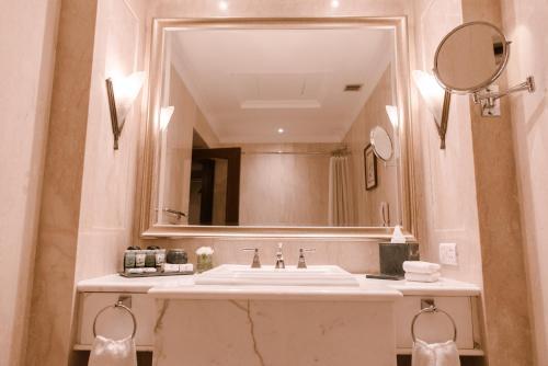 A bathroom at The Imperial, New Delhi