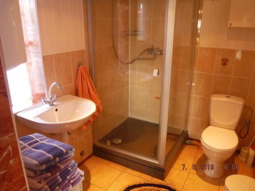 A bathroom at Ezersētas