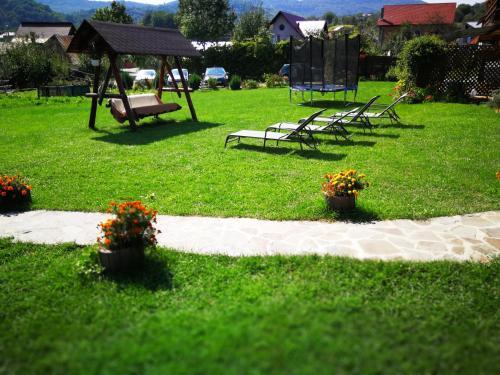 A garden outside Pensiunea Panoramic