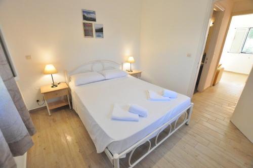 Ένα ή περισσότερα κρεβάτια σε δωμάτιο στο Acharavi Garden
