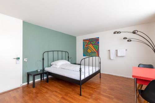A bed or beds in a room at Bettstatt-Neustadt