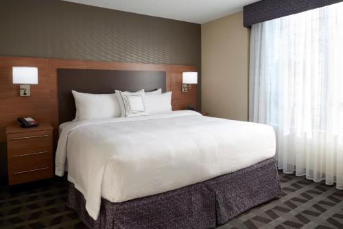 A bed or beds in a room at TownePlace Suites by Marriott Fort McMurray