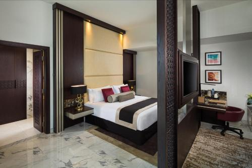 A bed or beds in a room at Millennium Place Dubai Marina