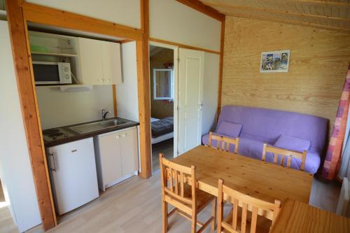 A kitchen or kitchenette at Les Chalets de Condrieu