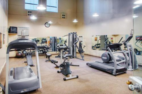The fitness center and/or fitness facilities at Delta Hotels by Marriott London Armouries