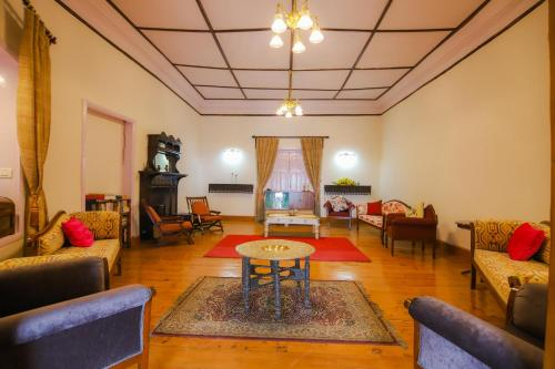 A seating area at Glen View Heritage Homestay by Vista Rooms