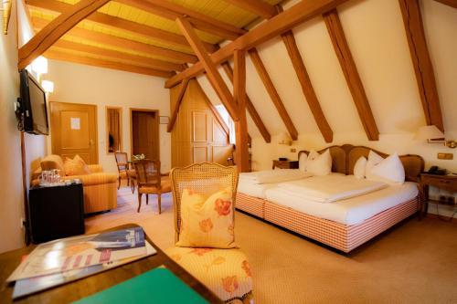 Ein Bett oder Betten in einem Zimmer der Unterkunft Landhotel der Schafhof Amorbach