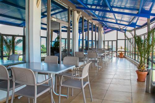 Een restaurant of ander eetgelegenheid bij Smartline Meridian Hotel - All Inclusive