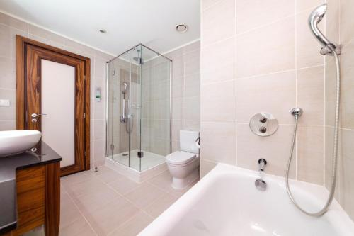 A bathroom at Renaissance Moscow Monarch Centre Hotel by Marriott