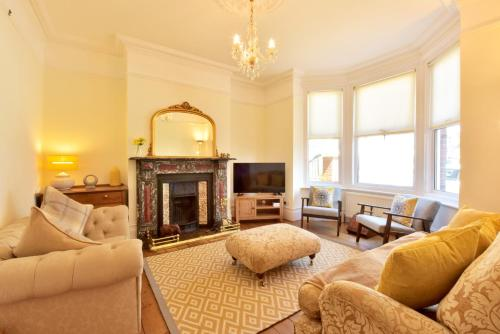 Bellevue Road - Stunning 3 storey home only a stones throw away from the beach