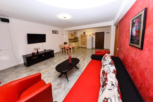 O zonă de relaxare la Apartament Red Mirage