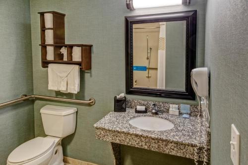 Ein Badezimmer in der Unterkunft Hampton Inn & Suites Birmingham/280 East-Eagle Point