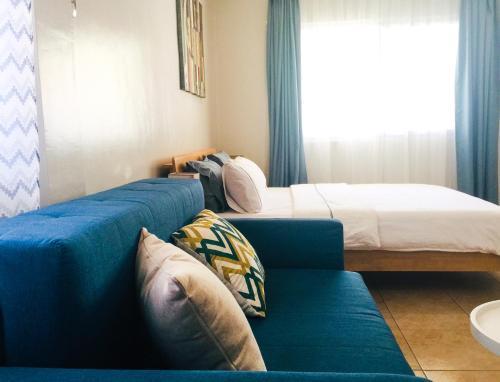 Кровать или кровати в номере Alona Studio Bungalow
