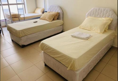 A bed or beds in a room at Backpackers Beach Stay