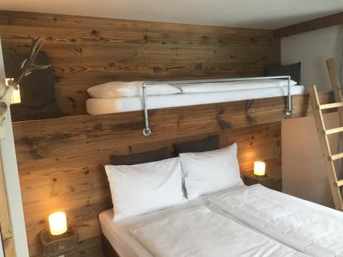 Ein Bett oder Betten in einem Zimmer der Unterkunft Der Gamsjäger