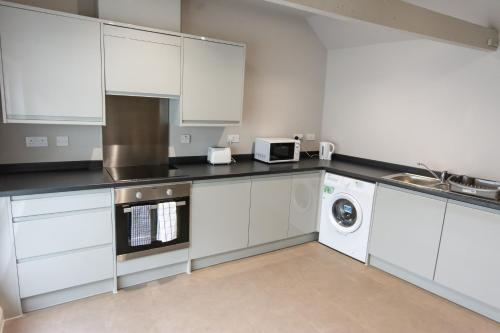A kitchen or kitchenette at The George Hotel
