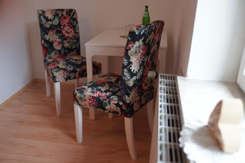 A seating area at Pension - Gästehaus Zum Pfälzerwald