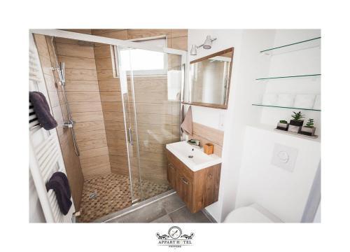 Salle de bains dans l'établissement La Suite Appartement Poitiers (Wifi)
