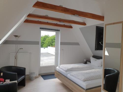 Ein Bett oder Betten in einem Zimmer der Unterkunft Pension Marktblick