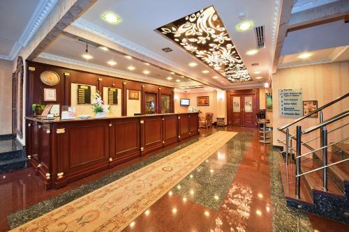 Лобби или стойка регистрации в The Byzantium Suites Hotel & Spa