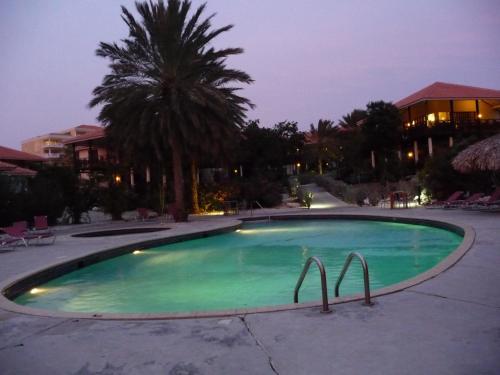 A piscina localizada em Blue Bay Beach Villa 14 ou nos arredores